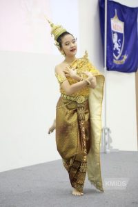 Thai Dancing at KMIDS